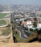 Der Weg über die Grenze zwischen Mexiko und den USA ist sehr beschwerlich