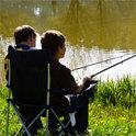 Robert versucht mit seinen Freunden Aprilfische zu angeln - die sollen echte Goldklumpen ausspucken