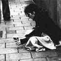 Wie wird aus einem Obdachlosen ein Symbol sozialer Avantgarde?