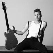 Asaf Avidan: Nur mit Gitarre, ohne Remix, ohne Beats