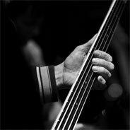 Der Bassist behandelt in seinen Alben viele Themen.