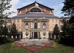 """Im Bayreuther Festspielhaus treten die Handwerker aus """"Die Meistersinger von Nürnberg auf"""""""