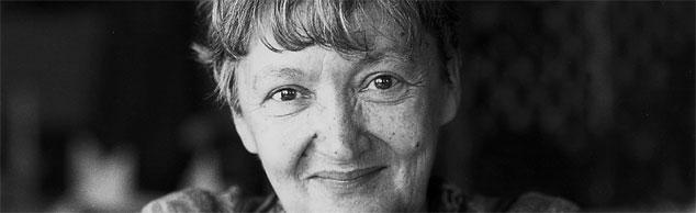 Christine Nöstlinger denkt sich Geschichten für Radiohund Rudi aus