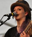Cynthia Nickschas gilt als Senkrechtstarterin der Liedermacher-Szene