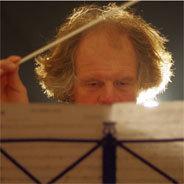 Der Komponist bevorzugt politisch aufgeladene Texte und Themen.