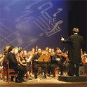 Der Dirigent am Pult und seine Arbeit mit dem Orchester