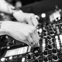 Der DJ verbindet Volksmusik mit Dance.