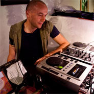 DJ Nartak sorgt bei Klassik Radio mit chilligen Sounds für Entspannung