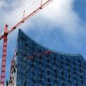 Die veranschlagten Kosten für die Elbphilharmonie sind stetig gestiegen, die Fertigstellung verzögert sich dafür immer weiter