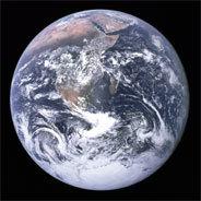 Wenn alle Menschen schwul würden, würde der homo sapiens einfach ganz behutsam aussterben. Und Mutter Erde könnte sich endlich von den Strapazen der letzten paar Jahrtausende erholen, in denen der Mensch ihre Ressourcen strapazierte und missbrauchte