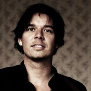 Erik Manouz überzeugt mit Band und traumwandlerischen Texten