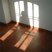 Aus seiner Wohnung kann Surab gegenüber durch die Fenster sehen.