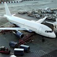 Der Mann, der aus dem Flugzeug steigt ist definitiv nicht der Mann, den Sarah einst heiratete