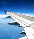 """Verschwörungstheoretiker sehen keine von Flugzeugen erzeugten Kondensstreifen, sondern von der Regierung platzierte """"Chemtrails"""""""