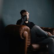 Migräne-Anfälle legen den Betroffenen oftmals mehrere Stunden lahm