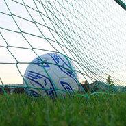 Der Fußball landet im Tor - wie ärgerlich! Kann man da nicht etwas machen?
