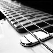 Steve Winwood ist nicht nur Gitarrist, sondern Multi-Instrumentalist