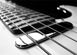 Die Gitarre ist nicht unerheblich auf den drei Alben, die hier im Mittelpunkt stehen