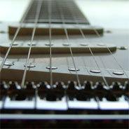 Die Gitarrenarbeit von Fried Okra basiert nur selten auf dem bekannten Bluesschema