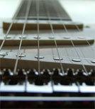 Normalerweise spielt Eric Bibb seine Gitarre im Sitzen