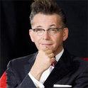 Bei WDR 4 präsentiert Götz Alsmann musikalische Glanzstücke