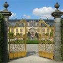 Ob der Gang wirklich zu einem geheimnisvollen Schloss führt?