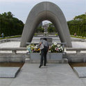 Friedensdenkmal in Hiroshima, wo 1945 eine Atombombe die Stadt und unzählige Menschenleben zerstört wurden.