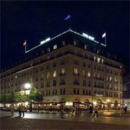 """Ein Berliner Grandhotel in den """"Goldenen Zwanzigern"""" versammelt vereinsamte Individuen"""