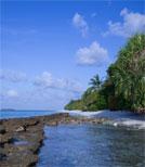 Nachdem seine Frau ihn mit seinem besten Freund betrogen hat, zieht sich Peter Hagenau mit seiner Tochter auf eine einsame Insel zurück
