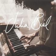 Julia Biel überzeugt sowohl textlich als auch mit ihrem makellosen Gesang