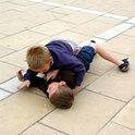 Streitende und raufende Kinder werden häufig von einer richtigen Schlichtung der Probleme abgehalten