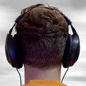 Herr Held erleidet einen akustischen Infarkt und entdeckt danach die Welt auf kindliche Art und Weise neu