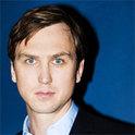 Lars Eidinger ist ein deutscher Schauspieler, der schon in unzählige Rollen schlüpfte