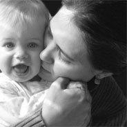 Die tiefe Bindung zwischen Mutter und Kind kann zu Nachteilen im späteren Leben führen.