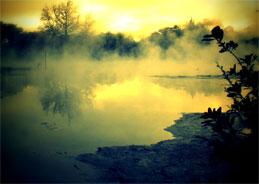 In Horrorfilmen geht es um die Wiederholung von gruselig zugeschriebenen Elementen wie Fingernägel auf Tafeln, packende Filmmusik oder Nebel auf Wasser.