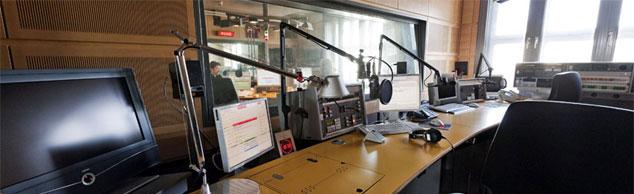 Der Newsroom von Deutschlandradio Kultur ist der Arbeitsplatz der Nachrichtenredakteure