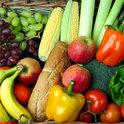 Tobias Pastoors rettet von Supermärkten weggeschmissene Lebensmittel aus Containern und ernährt sich auch durch Foodsharing.