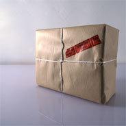 Ein Paket stellt das Leben des Robert Wax auf den Kopf