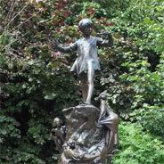 Hier siehst du eine Peter Pan-Statue im Londoner Hyde Park
