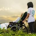 Viele Pflegende sind auch rechtliche Betreuer und müssen wichtige Aufgaben übernehmen, die Alte nicht mehr bewältigen können.