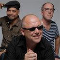 Joey Santiago, Black Francis und David Lovering touren nach dem Ausstieg von  Kim Deal  in diesem Jahr mit neuer Bassistin um die Welt
