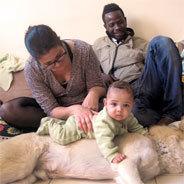 Ein Liebe, die überschattet wird vom Nahost-Konflikt: Aya und Koni mit Sohn und Hund