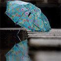 Vom Regen in die Traufe: Das Arrangement eines Probeläufers für Luxusschuhe bröckelt: Sein Honorar wird gekürzt und die Freundin verlässt ihn