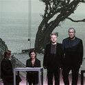 Robert Wilson (ganz rechts) ist ein erfahrener Theaterregisseur, der jetzt zum ersten Mal ein Hörspiel geschrieben hat