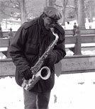 Das Multiinstrumentalisten auf dem Altsaxofon