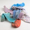 Socken auf dem Boden sind ein typisches Streitthema in der Beziehung