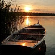 Hannas Eltern streiten sich - Hals über Kopf fährt ihre Mama allein mit ihr an einen See in Mecklenburg - doch was ist mit Papa?