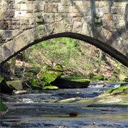 Die Unstrut fließt durch historische Gegenden.