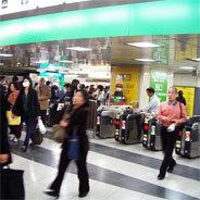 Die U-Bahn in Tokyo nutzen jährlich rund drei Milliarden Menschen, täglich sind es circa acht Millionen - es ist das meistfrequentierte U-Bahn-System der Welt