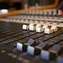 Eine Band begibt sich ins Tonstudio